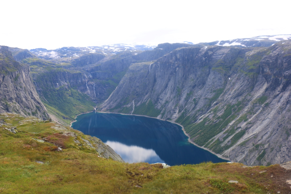Lake_Trolltunga_Norway